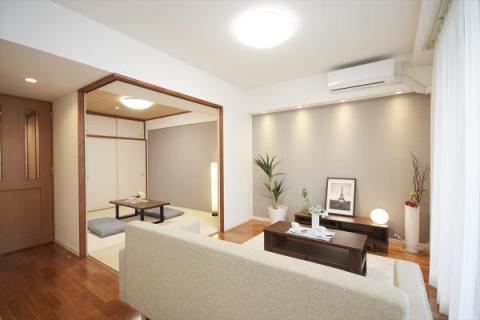 オリジナル家具で彩られたフルリノベーション空間!!新築同様の住み心地をあなたに・・