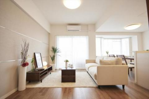 オリジナル家具で彩られたフルリノベーション空間!!新築同様の住み心地をあなたに・・・